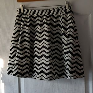 Fossil black and white skirt size 6